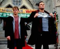 Die Engel Loki (Matt Damon, links) und Bartleby (Ben Affleck) suchen einen Weg zurück in den Himmel.