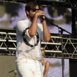 Adam Olenius, Sänger der Shout Out Louds, geht inzwischen als Latin Lover durch.