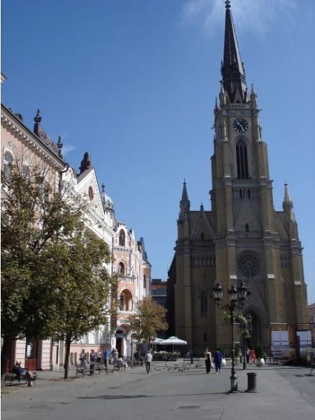 Der ehemalige Marktplatz mit der Marienkirche ist nun das Zentrum von Novi Sad.