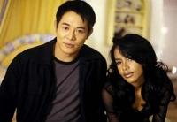 Han (Jet Li) und Trish (Aaliyah) decken einen Komplott auf.