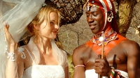 Carola (Nina Hoss) will ihre Leben mit Lemalian (Jacky Ido) in Kenia verbringen.