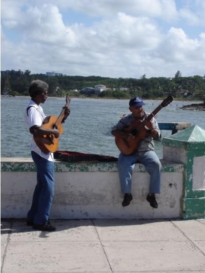 Der Musik kann man auf Kuba nicht ausweichen. Selbst wenn man wöllte.