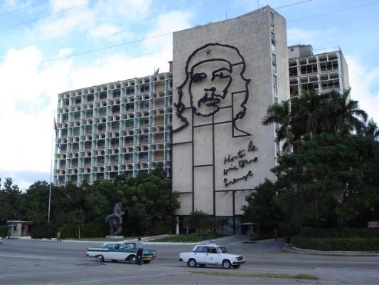 Das kubanische Innenministerium. Die Dekoration kann man sich bei Schäuble irgendwie nicht so recht vorstellen.
