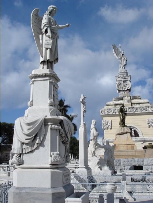 Der Friedhof in Havanna ist wirklich sehenswert. Wie Pere Lachaise, nur mit Sonne.