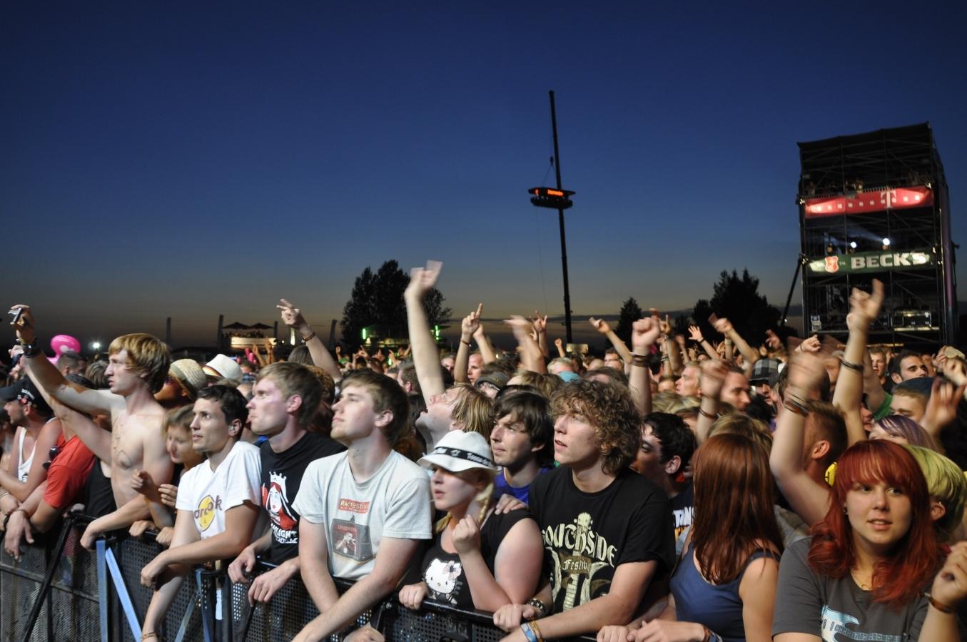 Dauerregen in den Tagen davor, dann Sonnenschein zum Highfield-Start: Die Fans waren entsprechend gut gelaunt.