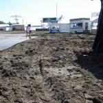 Tagelang hatte es geregnet, entsprechend viel Schlamm gab es auf dem Gelände.