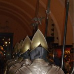 Die spitzen Helme sollten den Schwerthieben der Gegner die Wucht nehmen.