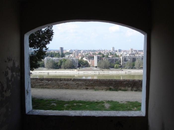 Ein Ausblick aus der Festung Petrovaradin auf Novi Sad.
