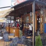 Der einzig verbliebene Waggon der ehemaligen Straßenbahn von Novi Sad ist nun eine schicke Bar.