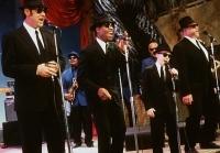 Die Blues Brothers wollen unbedingt den Battle Of The Bands gewinnen.