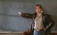 Louann Johnson (Michelle Pfeiffer) hat in ihrer Schule einen schweren Stand.