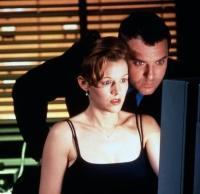 Die Biologin Margo Green (Penelope Ann Miller) und der Polizist Vincent D'Agosto (Tom Sizemore) sind einer mysteriösen Mordserie auf der Spur.