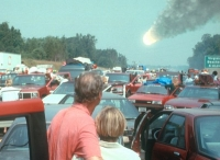 Die Menschen auf der Erde müssen der Apokalypse ins Auge blicken.