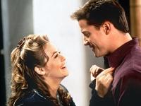 Kein Wunder: Adam (Brendan Fraser) wirkt auf Eve (Alicia Silverstone) reichlich altmodisch.
