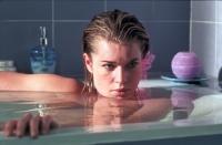 Lily (Rebecca Romijn-Stamos) führt ein Doppelleben.