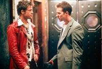 Der Erzähler (Edward Norton, rechts) und Tyler Durdan (Brad Pitt) gründen gemeinsam den Fight Club.