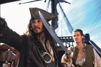 Jack Sparrow (Johnny Depp, links) und Will Turner (Orlanda Bloom) sind auf der Suche nach demselben Schiff.