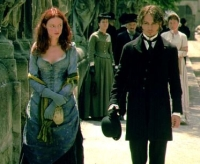 Inspektor Abberline (Johnny Depp) will Jack The Ripper finden - und Mary Kelly (Heather Graham) schützen.