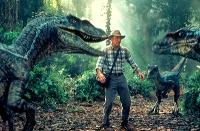 Der Paläontloge Alan Grant (Sam Neill) wird durch einen Trick auf die Isla Soma gebracht.