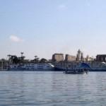 Blick auf Luxor, vom Nil aus. Beim Frühstück auf dem Boot. Ätsch!