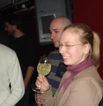 Tipp von Lotta: Weißwein siehr auf Fotos immer besser aus. Und macht nicht so gelbe Zähne.