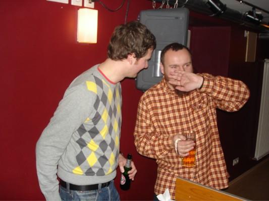 Tipp an Jens: Keine Getränke mit hinter das DJ-Pult nehmen!