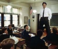 John Keating (Robin Williams) will aus seinen Schülern Freidenker machen.
