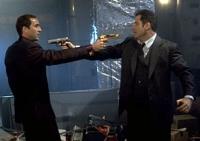 Der Terrorist Castor Troy (Nicolas Cage, links) und FBI-Agent Sean Archer (John Travolta) tauschen die Rollen.
