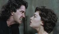 Marie (Justine Waddell) wird in ihren Träumen von Dracula (Gerard Butler) heimgesucht.