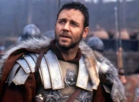 Der Feldherr Maximus (Russell Crowe) soll Kaiser werden. Doch dann wird er zum Sklaven.