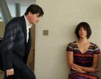 Mit Hilfe von Sarah (Jessica Schwarz) will Andreas (Fritz Carl) die Wahrheit über den Tod seiner Frau herausfinden.