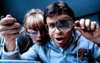 So ein Ärger: Wayne (Rick Moranis) und Diane (Marcia Strassman) können ihre Kinder nur noch unter der Lupe erkennen.