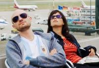 Mit seiner Managerin und Freundin Mathilde (Rita Lengyel) jettet DJ Ickarus (Paul Kalkbrenner) durch die Welt.