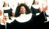 Als Doloris (Whoopi Goldberg) sich verstecken muss, wird aus ihr eine Nonne.