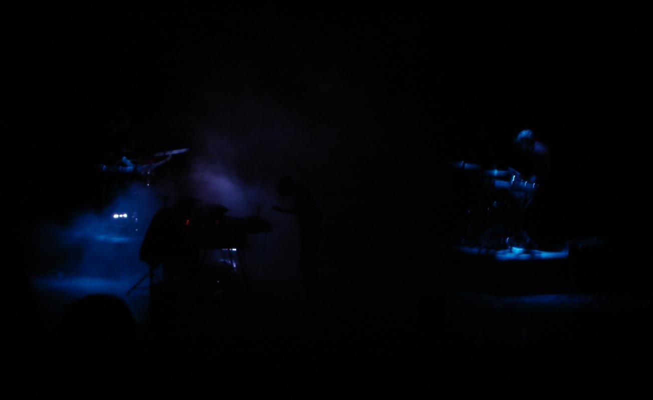 Mit zwei zusätzlichen Drummern spielten Hundreds - zwischen Samples und Spontaneität.