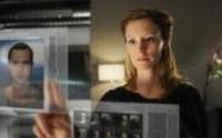Sophia (Lavinia Wilson) ist auf der Suche nach ihrem Freund Tim.