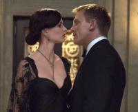 James Bond (Daniel Craig), will nicht nur das Pokerspiel gewinnen, sondern auch Vesper (Eva Green).