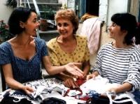 Jeannette (Ariane Ascaride, rechts) fühlt sich wohl in ihrem Viertel.