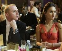 Der Klatschreporter Sidney (Simon Pegg, links) schwärmt für die Schauspielerin Sophie (Megan Fox).