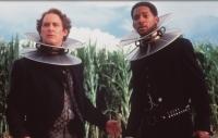 Artemus Gordon (Kevin Kline, links) und James West (Will Smith) sollen einen fiesen Wissenschaftler finden.