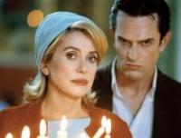 Isabelle (Catherine Deneuve) und Valmont (Rupert Everett) werden von Partnern zu Gegnern.