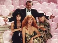 Daryl van Horne (Jack Nicholson) erscheint den Freundinnen Sukie (Michelle Pfeifer), Jane (Susan Sarandon) und Alexandra (Cher) wie ein Traummann.
