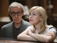 Die Studentin Sondra (Scarlett Johansson) und der Zauberer Splendini (Woody Allen) sind einem Mörder auf der Spur.