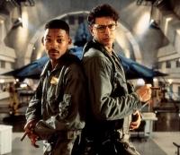 Der Kampfpilot Steve Hiller (Will Smith, links) und der Forscher David Levinson (Jeff Goldblum) müssen die Erde vor Außerirdischen retten.