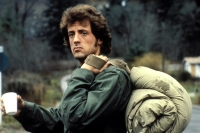 John Rambo (Sylvester Stallone) findet sich nach seiner Rückkehr aus Vietnam nicht mehr zurecht.