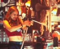 Violet (Piper Perabo) hat als Bardame keine Zeit für Schüchternheit.