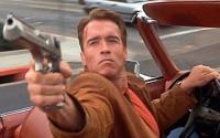 Actionheld Jack Slater (Arnold Schwarzenegger) bekommt auf der Leinwand plötzlich Verstärkung.