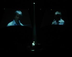 Nur für Shine On setzte sich Chris de Burgh ans Klavier.