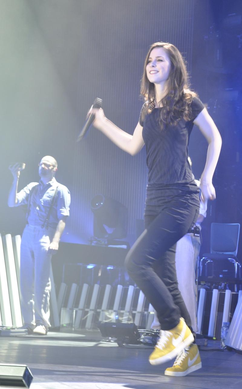 Auch, wenn sie nicht auf Konzertbühnen groß geworden ist, bewies Lena beachtliche Präsenz.