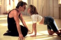 Johnny (Patrick Swayze) und Baby (Jennifer Grey) kommen sich beim Tanzen immer näher.